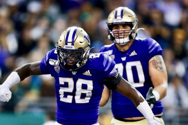 En Fuego Start Fuels Huskies To 52-20 Victory over Hawaii