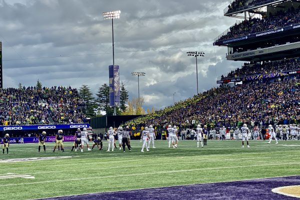 Oregon Bulldozes Over The Huskies in 35-31 Comeback Win